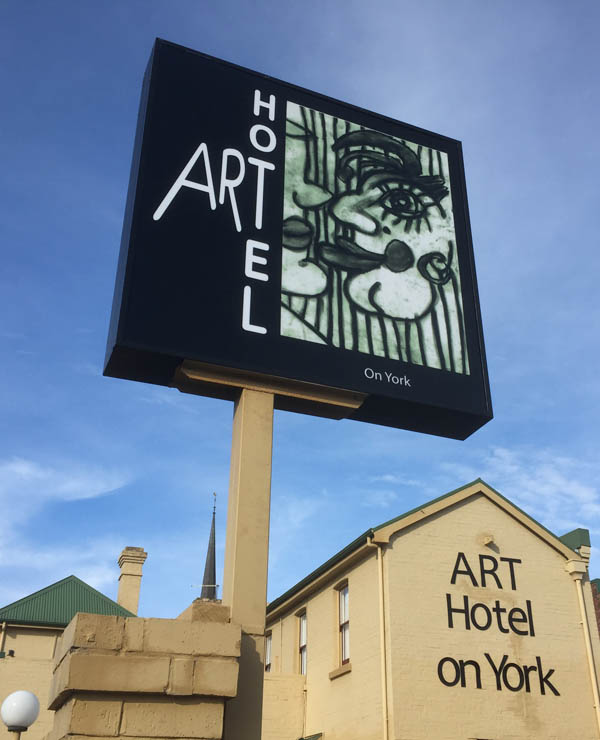 ART Hotel on York - We love and reward direct accommodation bookings. Best price, Priority room allocation, Preferential room upgrade.